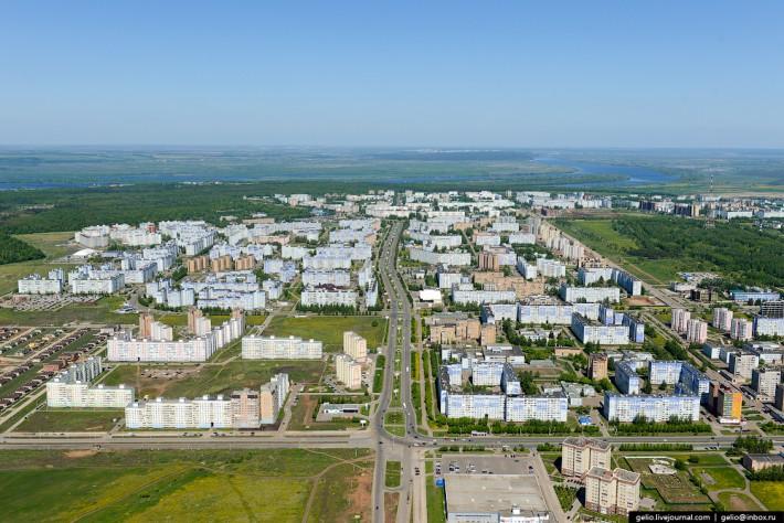 """Вид с высоты на """"новую"""" часть города"""