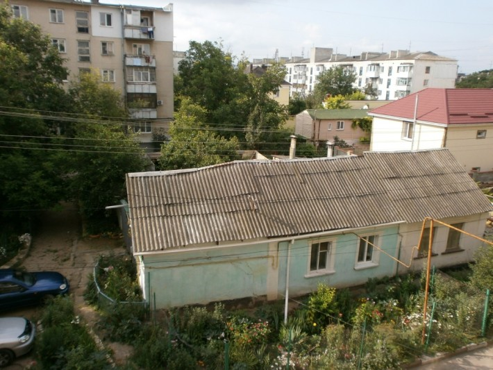 Вид из окна временной квартиры, ул. Дорожная