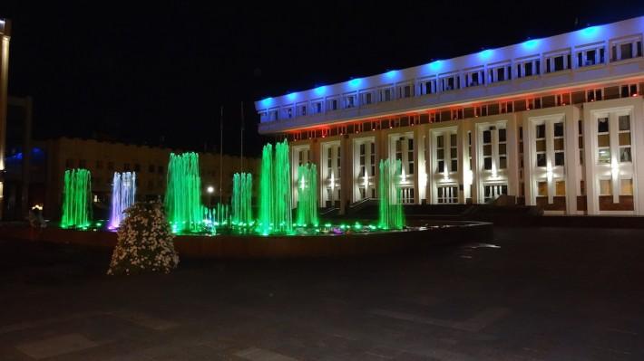 Цветной фонтан в Тамбове у здания Администрации