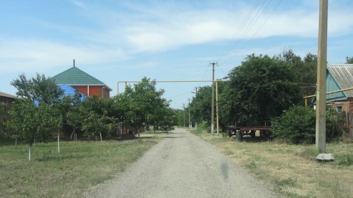 В пригороде Ейска остался участок, и ждет своих будущих хозяев. Продадим. 26 соток со старым садом и со всеми коммуникациями