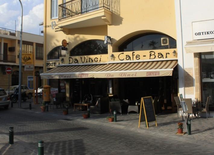 Кафе на площади в Ларнаке