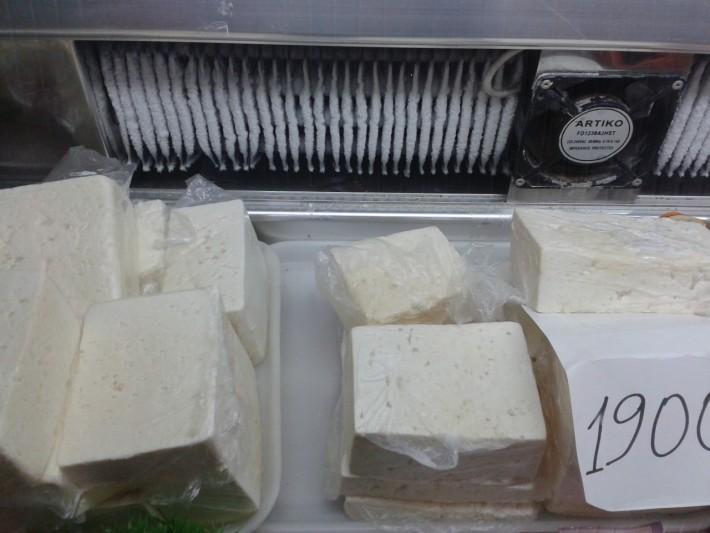 Сыр «Чанах». Даже в маркетах с приставкой «супер» можно увидеть такие ценники