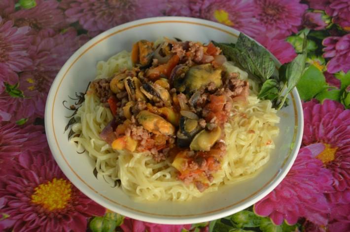 Местные деликатесы: мидии и рапаны