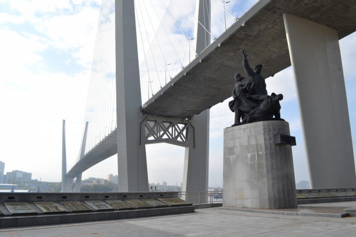 Мост через залив Золотой Рог
