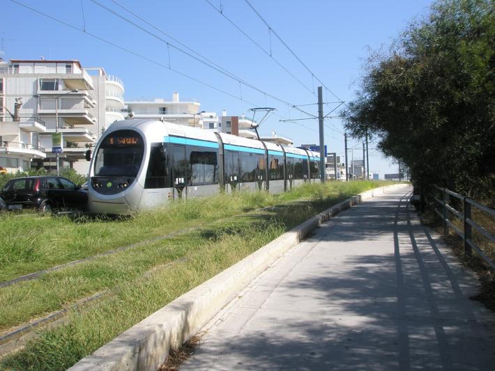 Красивый кондиционированный трамвай