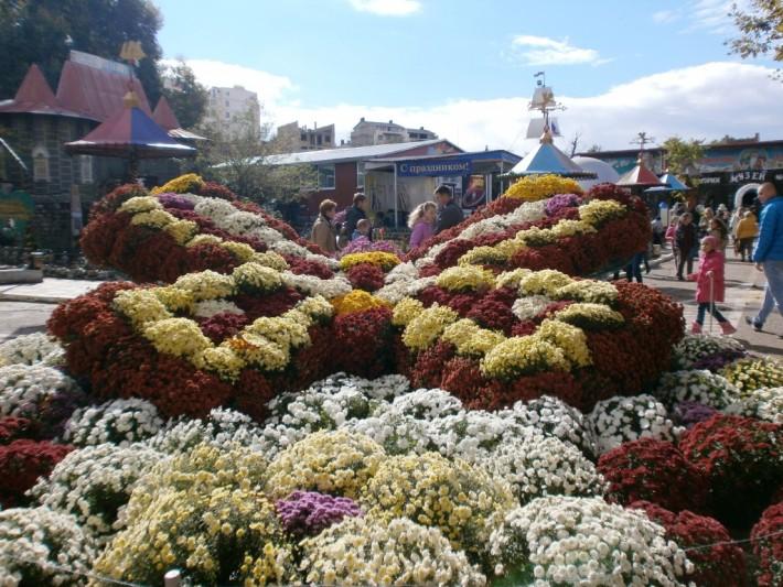 """Бал хризантем в детском парке """"Лукоморье"""". Последний день октября"""