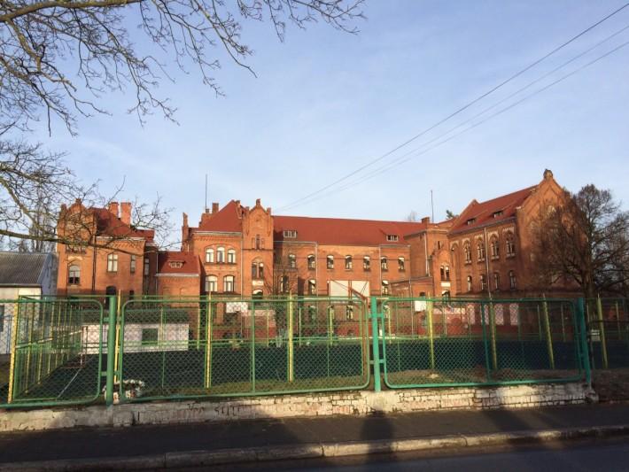 Старое здание лицея, сейчас там начальная школа, как я поняла