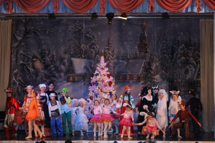 Новогодний спектакль в КДЦ Октябрь - 2015 г