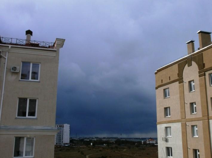Пожалуй, самое красивое небо я видела в Севастополе. Шторм накануне нашего отъезда