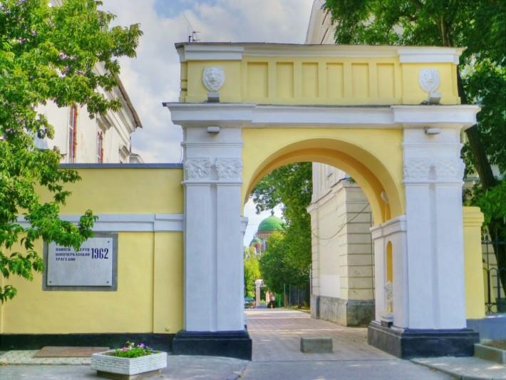 Вход в Александровский парк