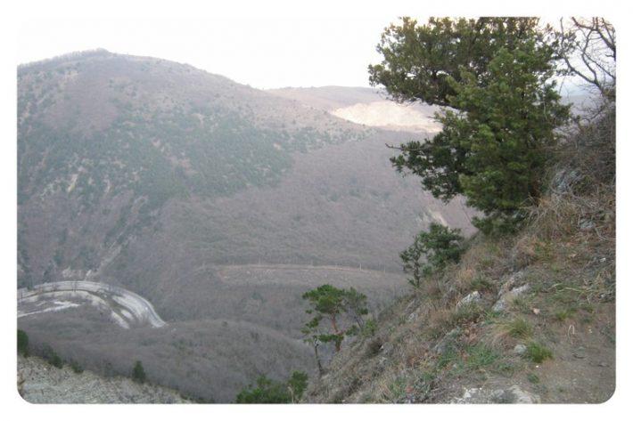 Горы в Геленджике: вид на дорогу к Адербиевке с Маркотхского хребта