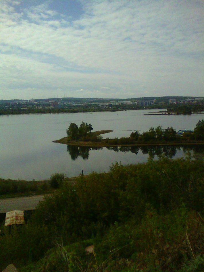Вид на Ангару с плотины ГЭС