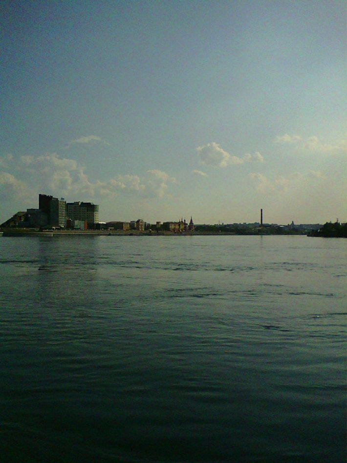 Вид на город из устья реки Ушаковки