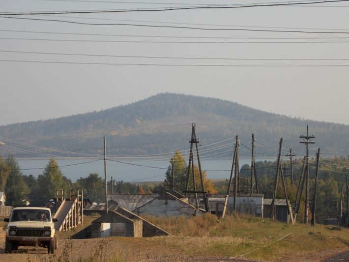 Вид на гору Монастырка и залив Зяба из Сухого
