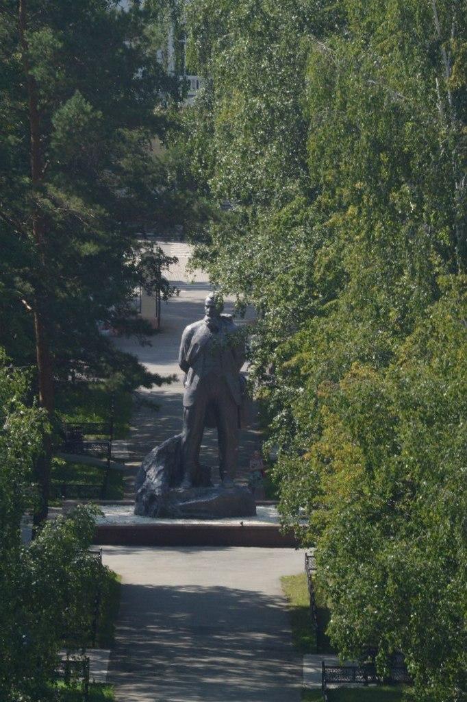Памятник И.В.Курчатову