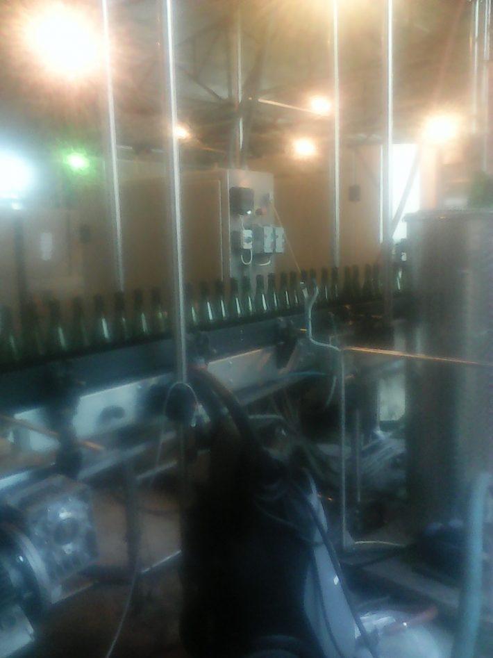 Линия розлива шампанского на заводе