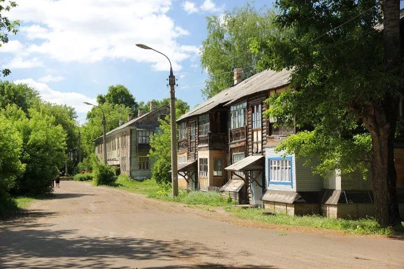 Одна из улиц Волжска: много деревянных домов в плохом состоянии