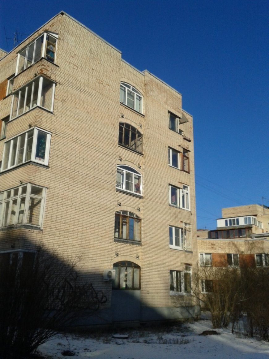 Нормальный дом в Сестрорецке. Кирпич. Не у железки. Цена - космос