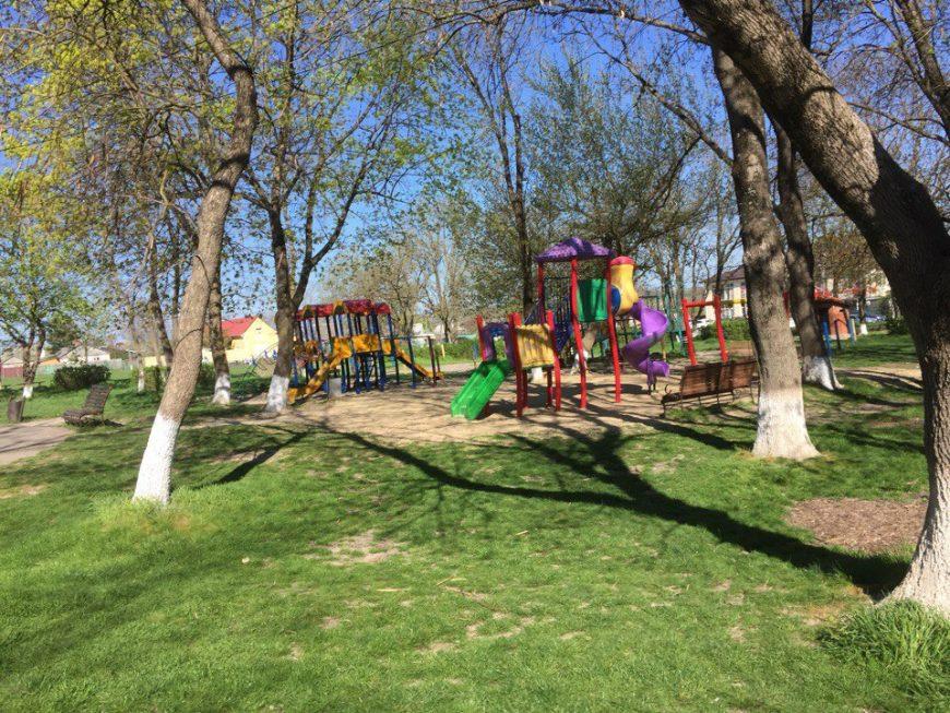 Детская площадка в парке