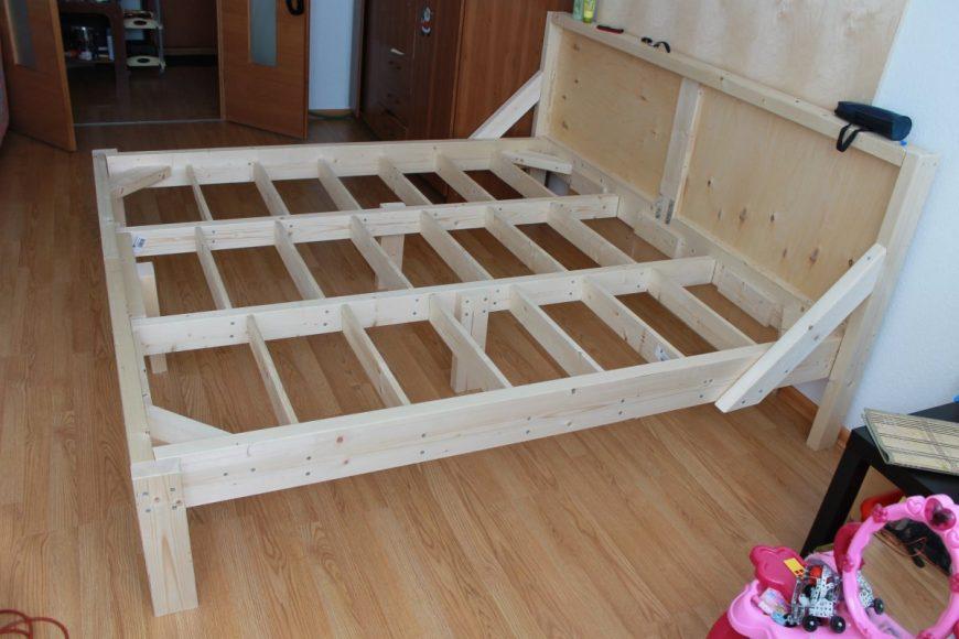 Делаем нашу первую кровать в квартире своими руками