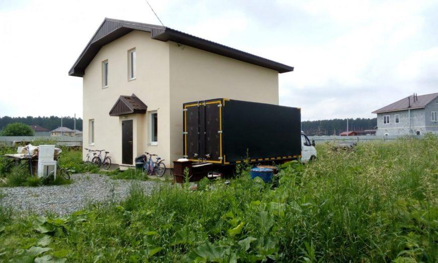 Наш нынешний дом и наша любимая ГАЗель, которую мы готовим к переезду